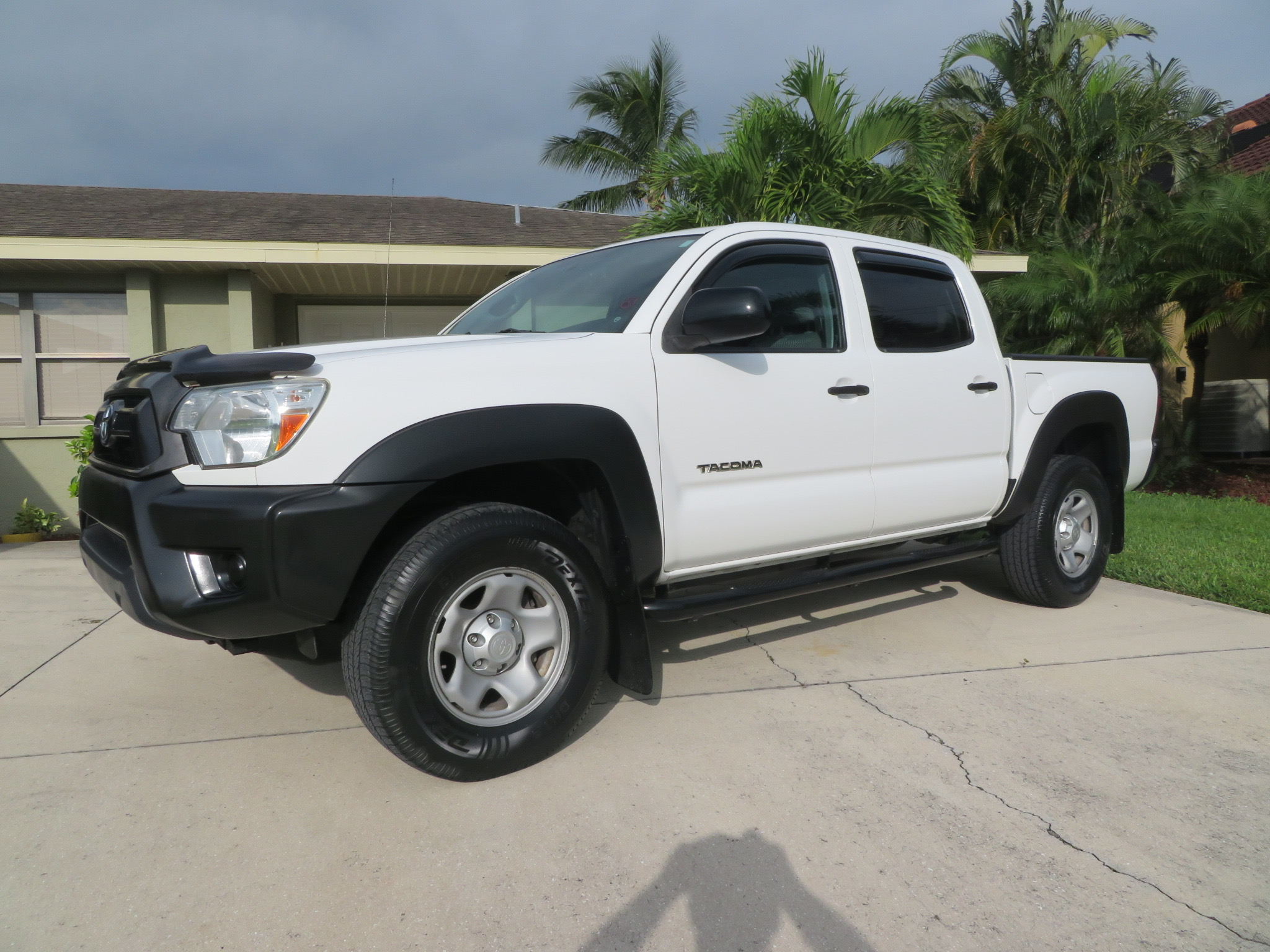 One Owner! 2013 Toyota Tacoma PreRunner Crew Cab!            $16350.00