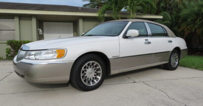 2000 Lincoln Town Car Signature Series LOW 58k Miles!         $7850.00